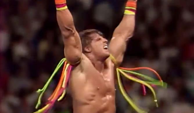 Imagen tras la victoria de 'El último guerrero' en el combate épico contra Hulk Hogan en 1990 en WrestleMania VI,  para convertirse en un campeón de WWE.