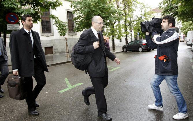 El magistrado Elpidio José Silva acompañado por su abogado, Cándido Conde-Pumpido Varela, a su llegada al Tribunal Superior de Justicia de Madrid