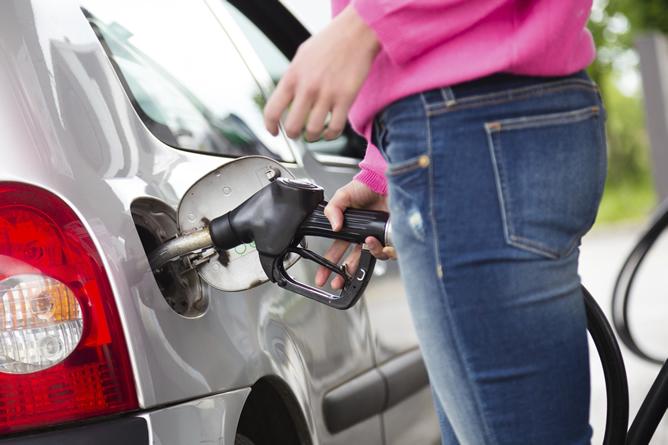 La compra colaborativa, una posible solución al alto precio del combustible