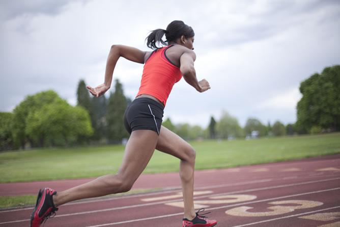 Atleta corriendo, foto de archivo.