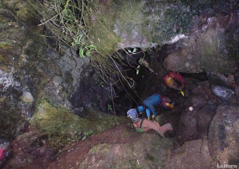 Un quinto equipo de expertos llega a Perú para rescatar al espeleólogo atrapado