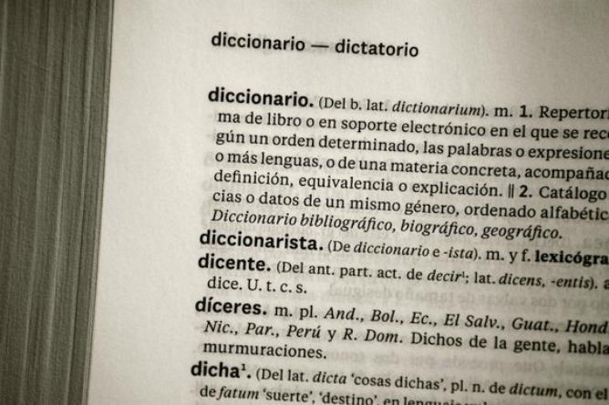 """Aparador Significado Rae ~ El franquismo un""""movimiento político y social"""", según la RAE España Cadena SER"""