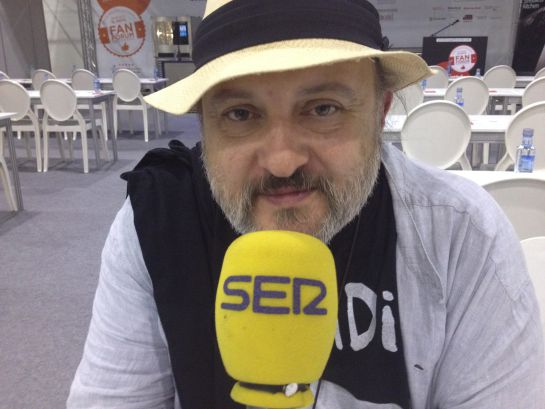 """Le preguntamos al cocinero Sacha Hormaechea si cree que la Guía Michelin es injusta con Madrid: """"Es mala, simplemente, pero los que tienen estrella se la merecen""""."""