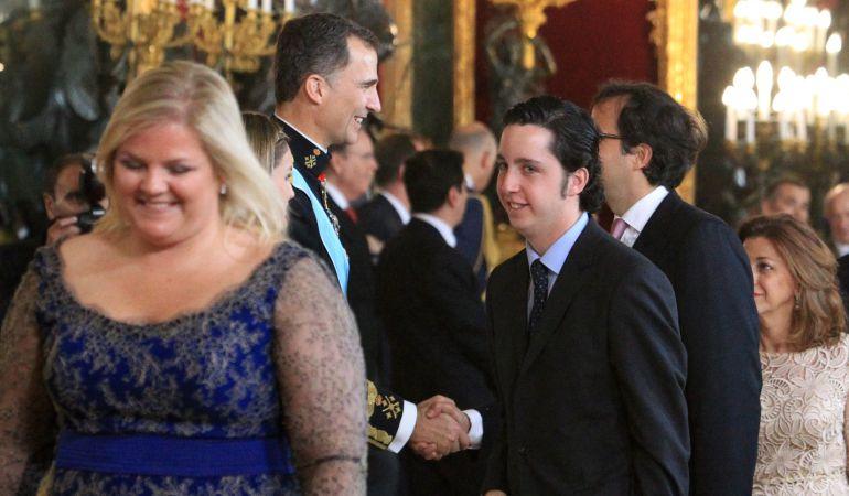 Francisco Nicolás durante la recepción a los representantes institucionales en el Palacio Real con Catalina Hoffmann.