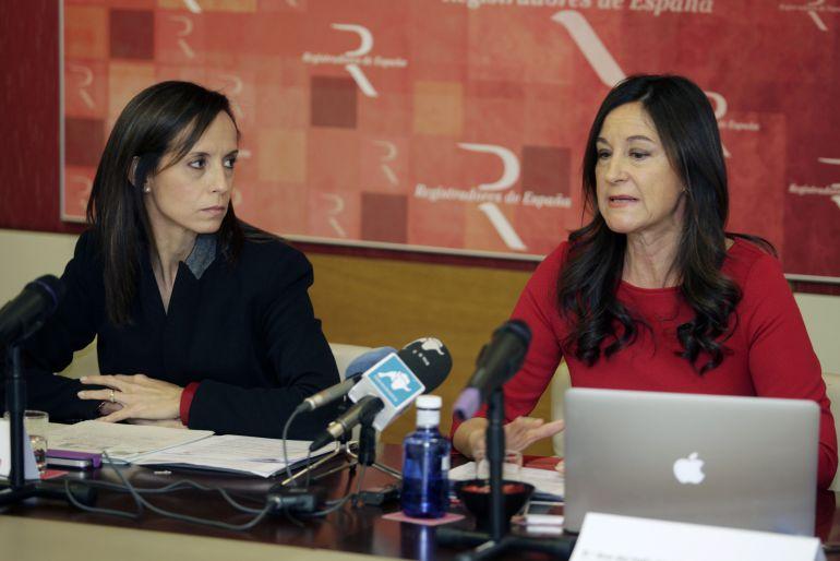 Beatriz Corredor, directora de Relaciones Institucionales del Colegio de Registradores, y Ana del Valle, directora del Servicio de Registros Mercantiles de la institución colegial.