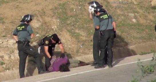 Ocho guardias civiles, imputados por la expulsión ilegal de inmigrantes en Melilla