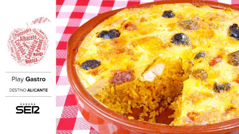 El arroz con costra es uno de los platos más emblemáticos de la gastronomía alicantina.