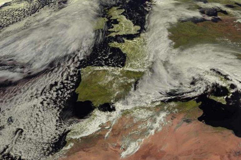La península ibérica, despejada de nubes en su mayor parte en esta imagen tomada por el satélite Meteosat para la Agencia Estatal de Meteorología (Aemet) para el jueves 25 de marzo.