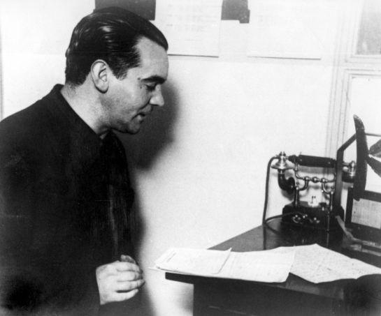 El poeta, en una imagen de archivo de EFE tomada en 1934.