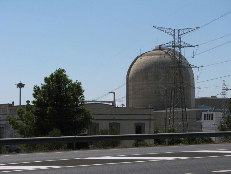El CSN, el Consejo de Seguridad Nuclear,  es el orgsnismo público encargado de la seguridad de las centrales nucleares en España y depende del Parlamento.