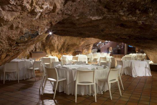 Uno de los salones del restaurante La Gruta.