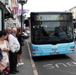 Los autobuses de la ciudad celebrando este día.