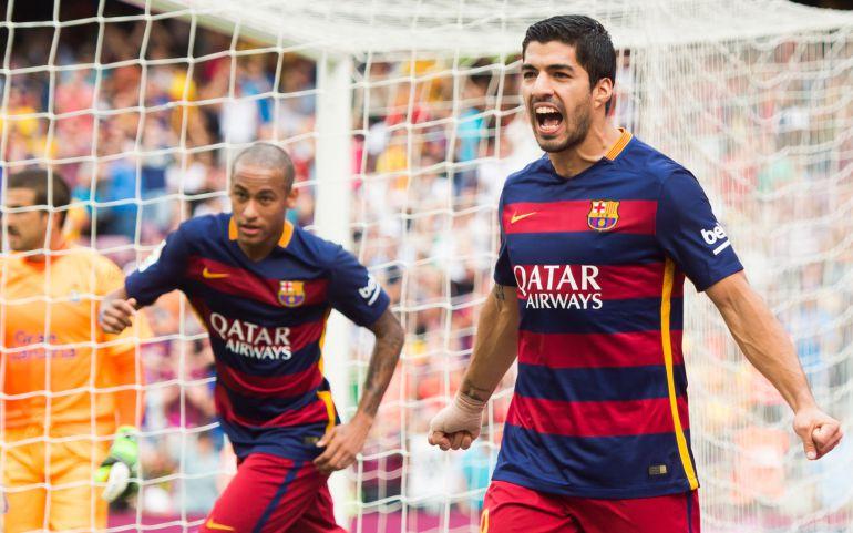 Luis Suárez celebra el primer gol del Barcelona ante la UD Las Palmas.