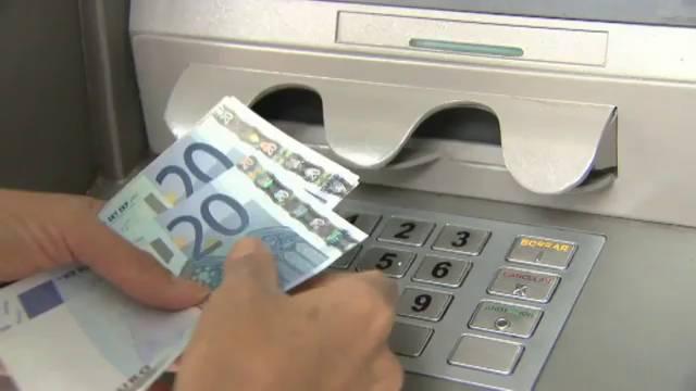 Comisiones cajeros tu banco decidir el cobro extra por for Comisiones cajeros
