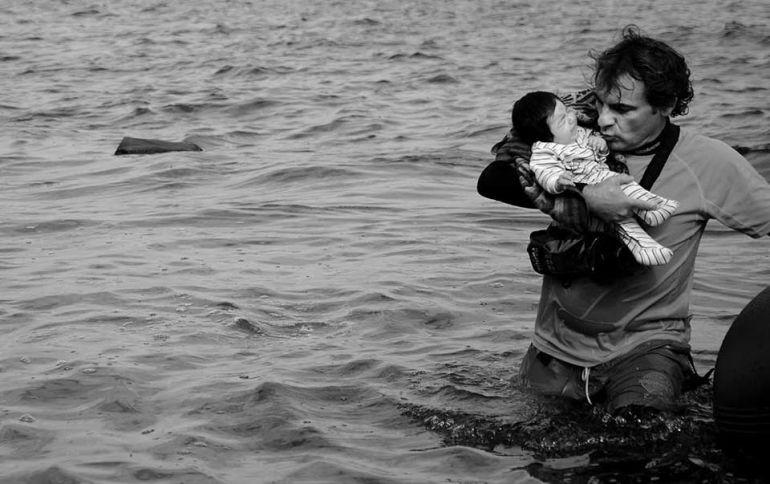 Oscar Camps en un momento de un rescate de la Isla de Lesbos