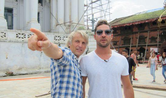 Jesús Calleja y David Bisbal en Nepal durante la grabación de 'Planeta Calleja'