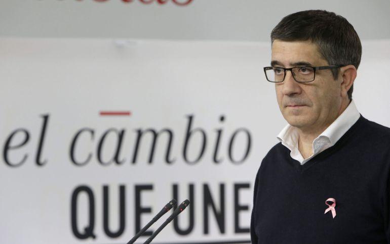 El secretario de acción política y libertades del PSOE, Patxi López, tras la reunion de la Ejecutiva Federal del PSOE que ha aprobado el documento marco del programa de las generales