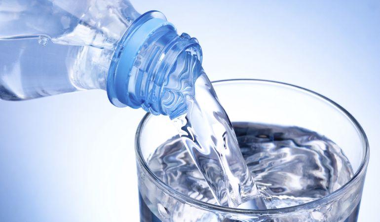 Agua mineral: Las 8 verdades sobre el agua mineral que las marcas no quieren que sepas