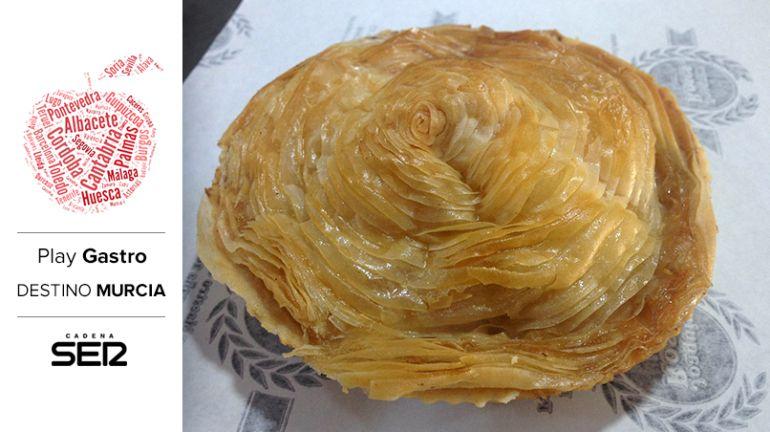 El pastel de carne, como este de Confitería Roses, es una de las grandes joyas de la gastronomía murciana.