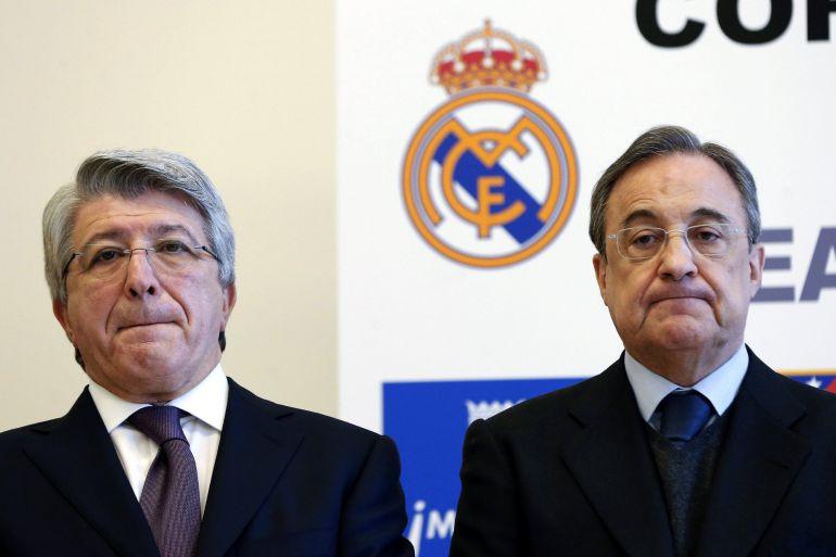 Los presidentes del Real Madrid, Florentino Pérez, y del Atlético de Madrid, Enrique Cerezo, en un acto público