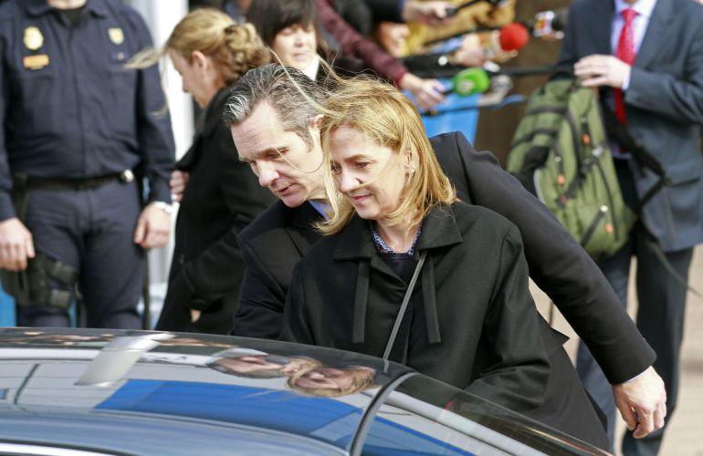 La infanta Cristina de Borbón y su marido Iñaki Urdangarín, a su salida de la Escuela Balear de la Administración Pública donde tiene lugar el juicio por el caso Nóos.
