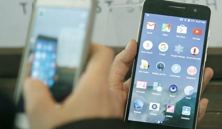 Prohibido que solteras y adolescentes tengan móviles porque les distraen