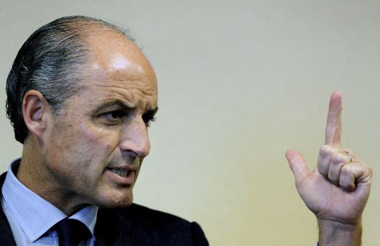 El expresident de la Generalitat Francisco Camps durante sus declaraciones a los periodistas en un hotel de Valencia.