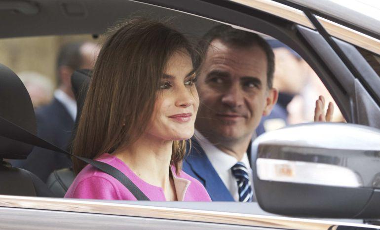 Felipe VI junto a la reina Letizia durante sus vacaciones en Palma de Mallorca