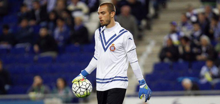 Pau López luce una camiseta en homenaje a Ricardo Zamora.
