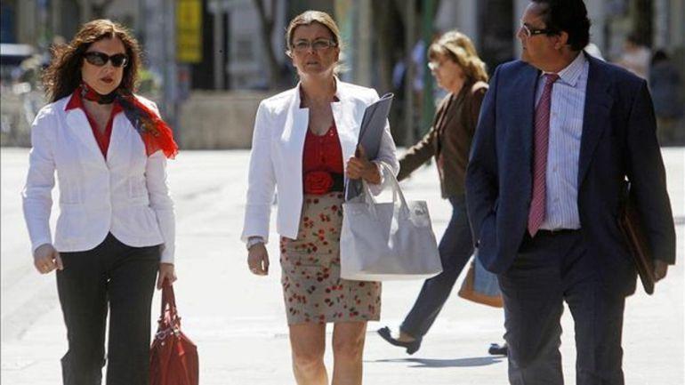 La exgerente del PPCV, Cristina Ibañez (c), a su llegada al Tribunal Superior de Justicia de la Comunitat Valenciana en 2012