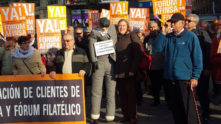 Afectados de Fórum y Afinsa en una concentración en Madrid.
