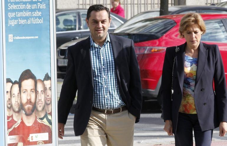 El que fue mano derecha del exalcalde de Santiago Gerardo Conde Roa, Ángel Espadas (i) (PP), a su llegada a los juzgados de Lugo