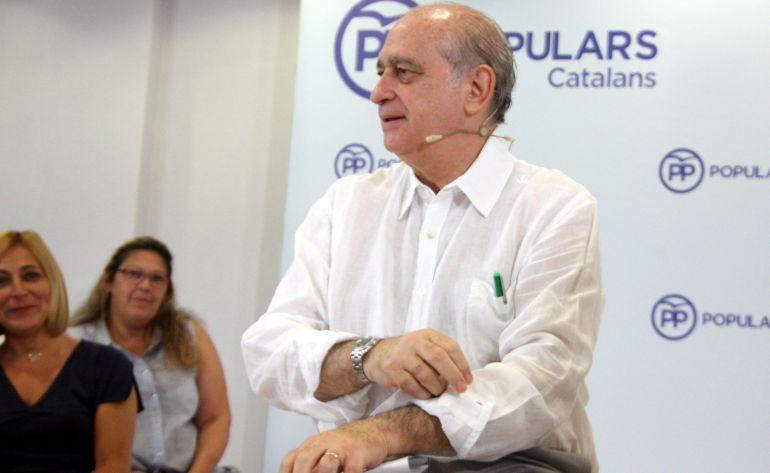 El ministro en funciones del Interior, Jorge Fernández Diaz, durante un acto de campaña en Castelldefels