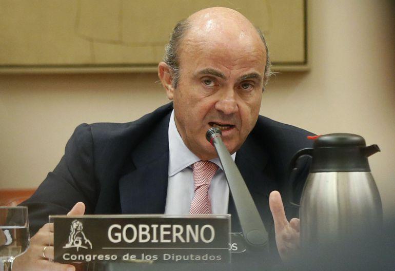 El ministro Luis de Guindos explica esta tarde en la Comisión de Economía del Congreso el nombramiento de José Manuel Soria