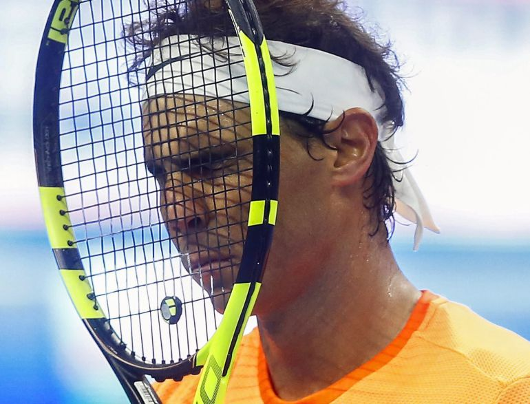 El tenista español Rafael Nadal lamenta perder un punto ante el búlgaro Grigor Dimitrov.