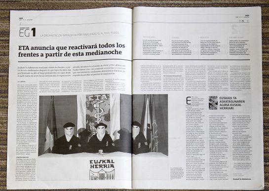 Páginas interiores de los diarios Gara y Berria, que publicaron un comunicado de ETA.