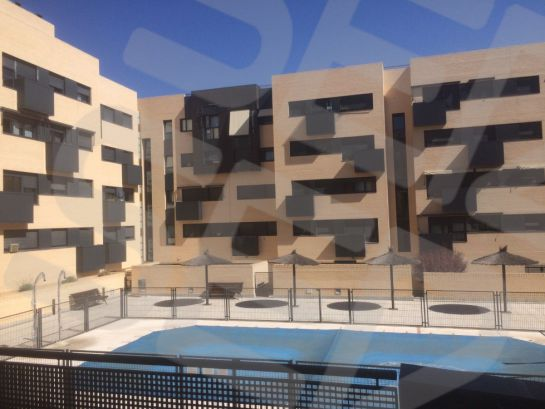 Urbanización donde está la vivienda protegida que Espinar compró en Alcobendas por 146.224 euros.