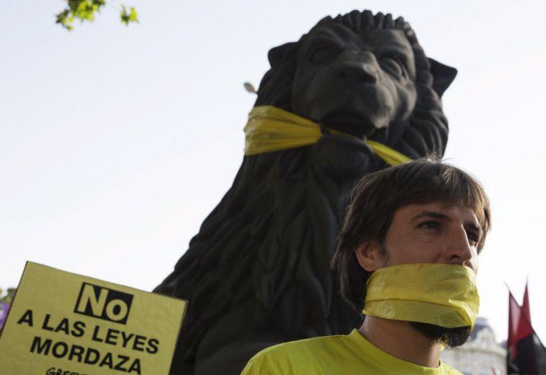 Fotogalería | Así quedará la 'ley mordaza' tras la reforma planteada por el grupo socialista