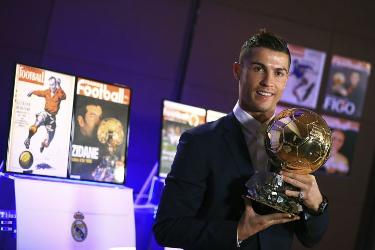 Fotografía facilitada por la revista France Football del portugués del Real Madrid Cristiano Ronaldo, en la Sala de Juntas del estadio Santiago Bernabéu con su cuarto Balón de Oro.