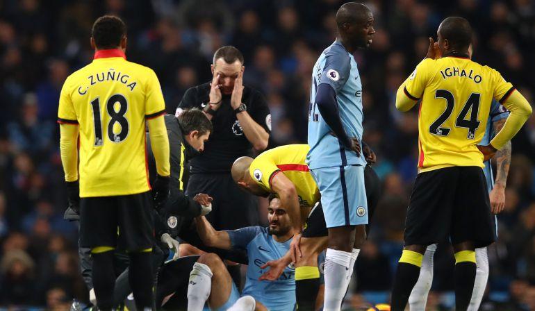 Los servicios médicos del Manchester City atienden a Gündogan