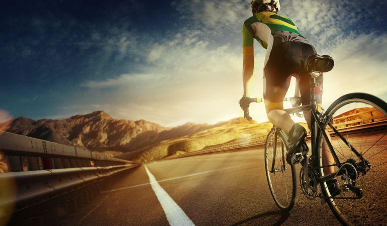 El RACE pide el carné por puntos para ciclistas.