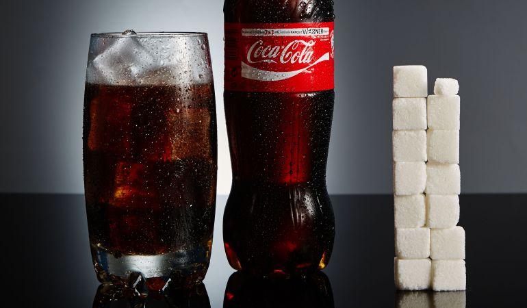 La cantidad de azúcar en una botella de Coca-Cola.