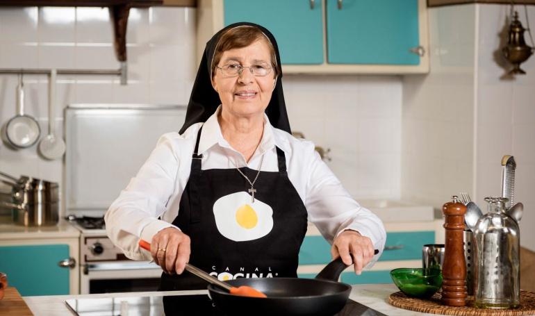 As es la monja que iba para artista y ahora cocina for Chema de isidro canal cocina