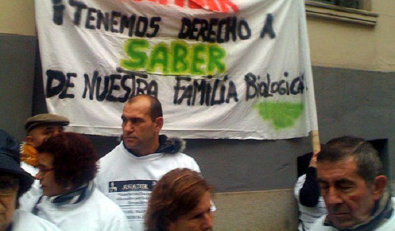 Afectados por el robo de bebés en una manifestación en