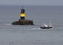 Rescatados los 12 tripulantes de un pesquero hundido frente a la costa de Asturias