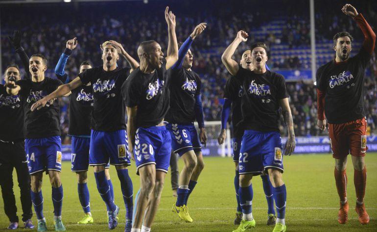 Los jugadores del Alavés festejan el pase a la final