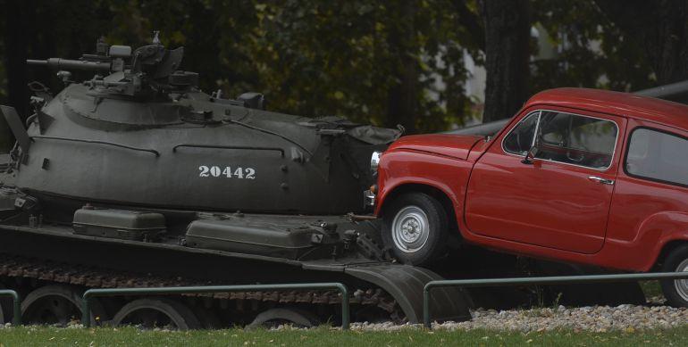 El Fiat 600 atropella al tanque, un monumento simbólico a la resistencia de Osijek en la guerra de los Balcanes