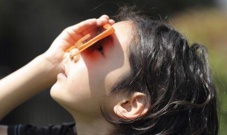 El eclipse tendrá su máximo punto a las 0:44 del sábado y terminará a las 2:53.
