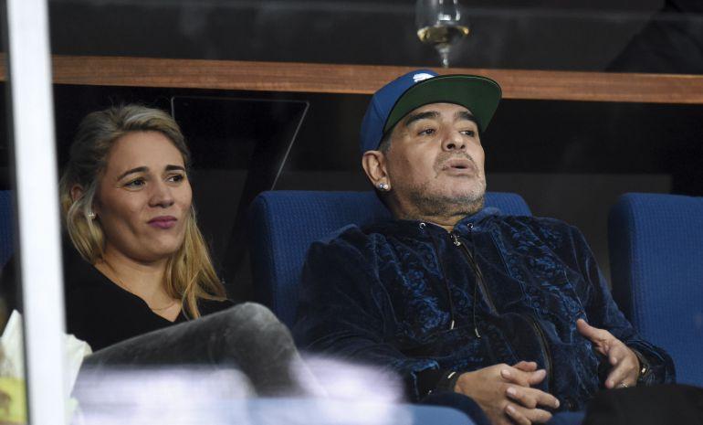 Maradona, junto a su novia. Rocío Oliva, en una imagen de archivo