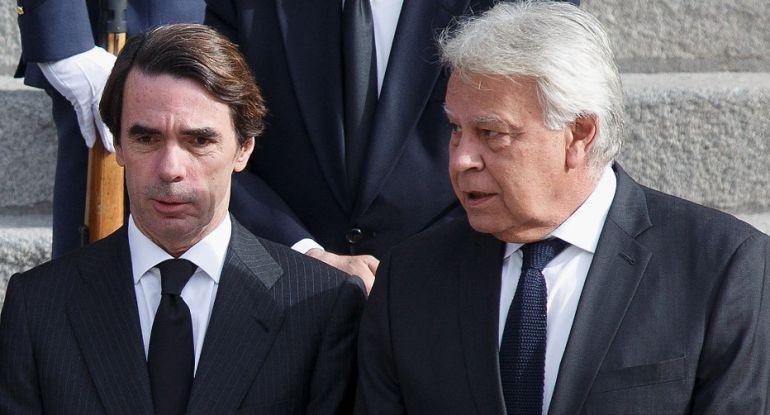 Los expresidentes del Gobierno José María Aznar y Felipe González.